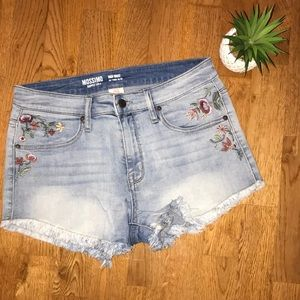 Flower embroidered shorts